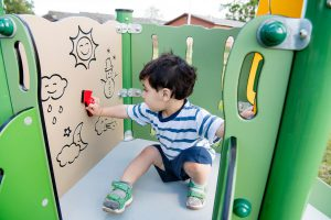 Spielwand für Kleinkinder
