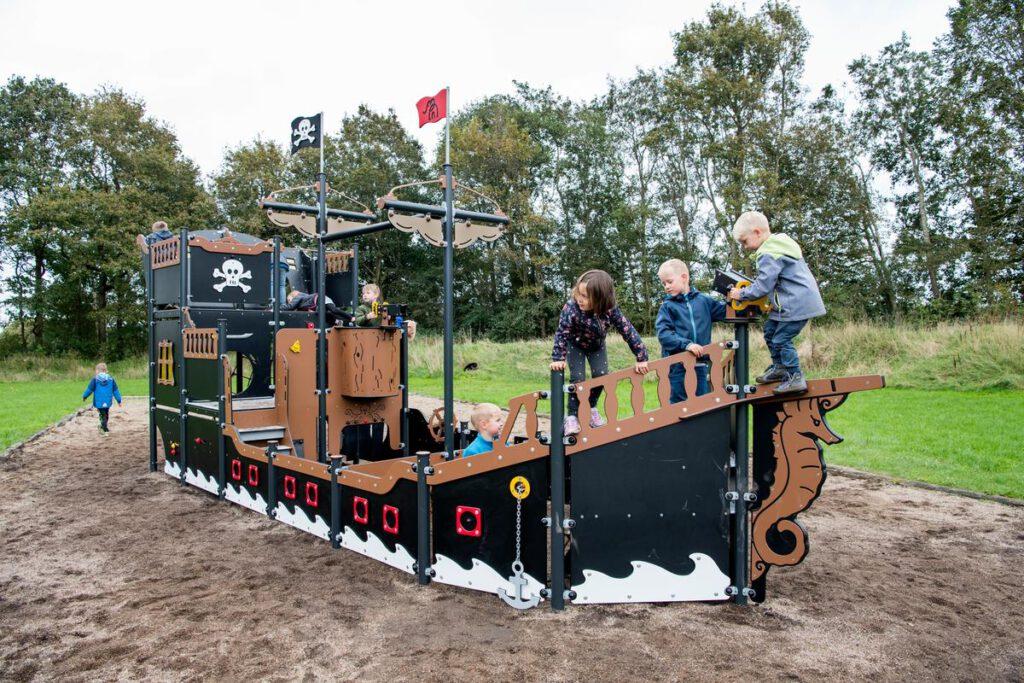 Das neue Spielschiff für Kindergarten und Spielplatz